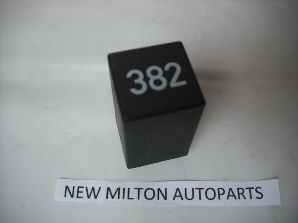 A Genuine Audi A3 Mk1 Interior Roof Light Lamp Delay Relay